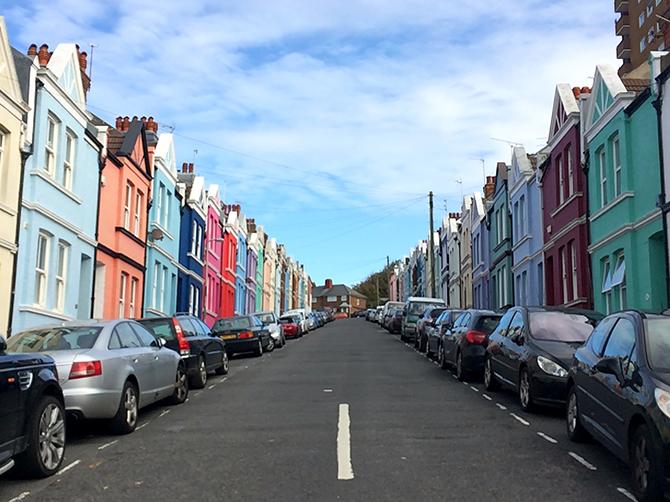 Brighton et ses maisons colorées. Officieusement, Brighton est considéré comme la capitale de la communauté LGBT de Royaume-Uni.