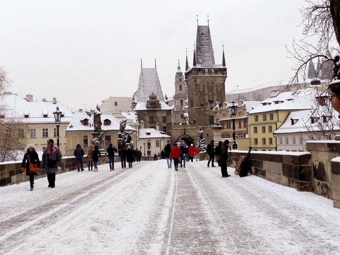 Le Pont Charles sous la neige.
