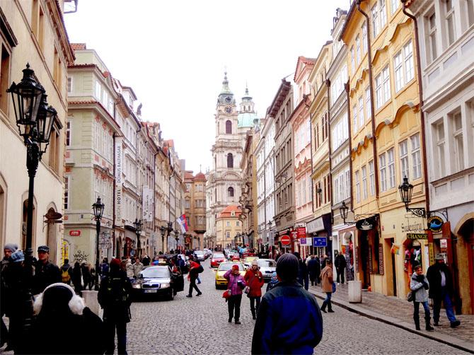 Vieille ville de Prague - petite ruelle typique du centre.