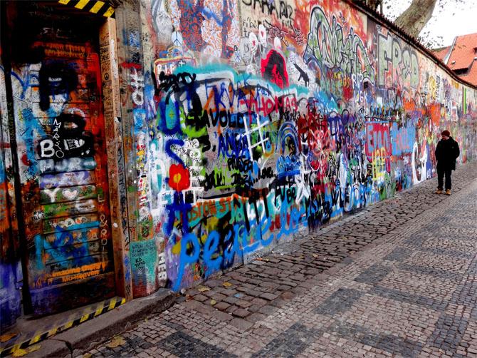 Le mur John Lennon de Prague. C'est un symbole pour la jeunesse locale de la lutte dans les années 80 contre le régime communiste.