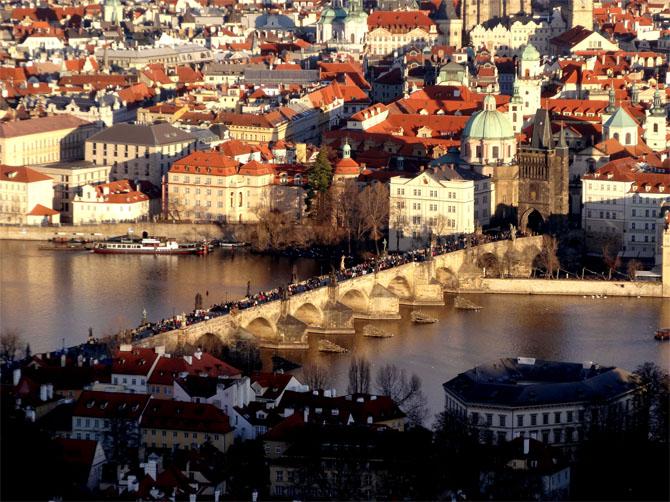 Vue aérienne du Pont Charles de Prague.