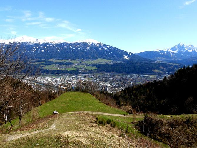 1ère randonnée au-dessus d'Innsbruck le 14 avril, jusqu'à l'Arzler Alm, bar-chalet.