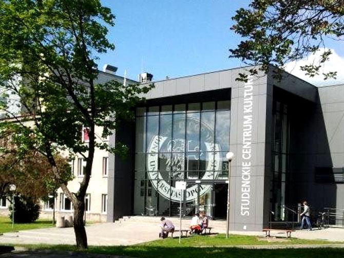 Mon université d'origine : Centre étudiant de la culture à Opole en Pologne.