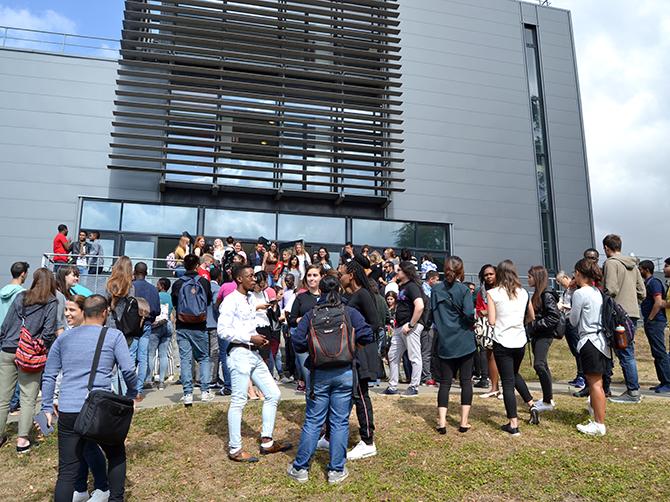 Après le déjeuner au RU Montmuzard avant la visite du campus.
